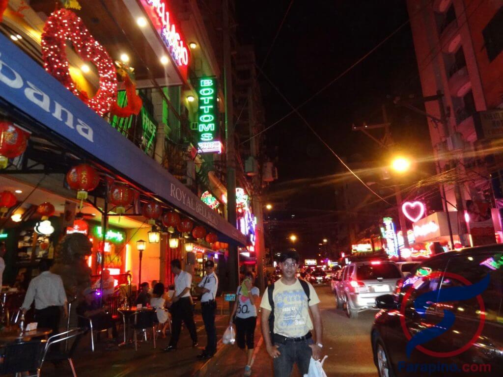 شارع برقص في الليل