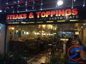 مطعم Steaks and Toppings لشرائح اللحم المشوي في باقيو